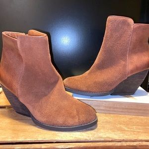 Very Volatile Suede Ankle Boots size 6